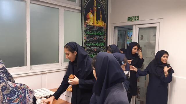 مراسم زیارت عاشورا با حضور همکاران گرامی  و دانش آموزان عزیز