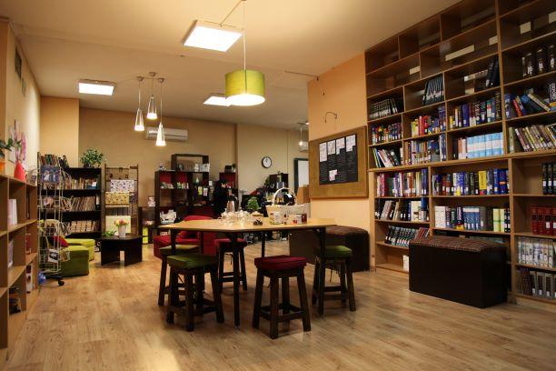 کتابخانه مجتمع آموزشی صبا